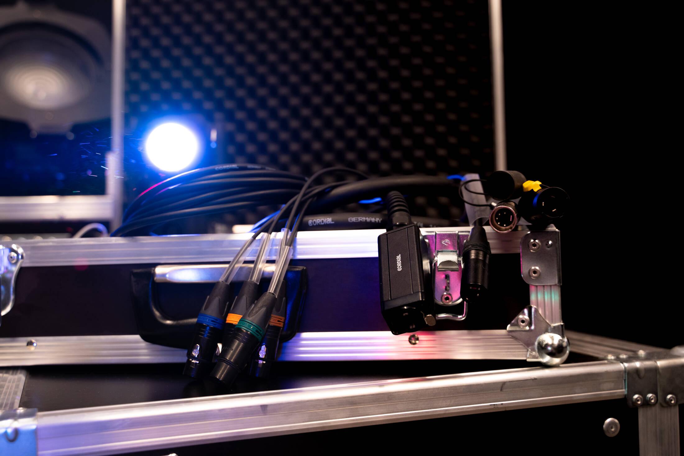 Verwonderend Light & DMX - Enlightening solutions IL-27